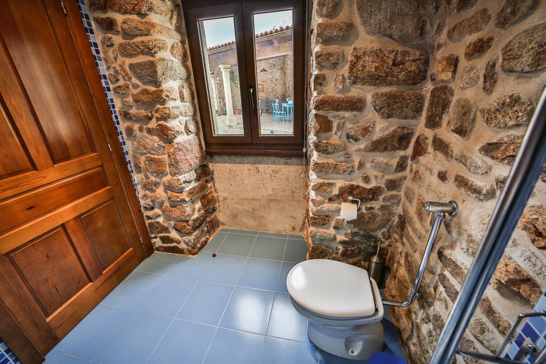 Habitación adaptada con baño